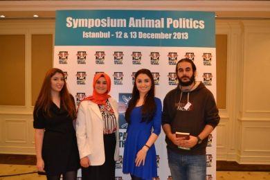 Vandaag vindt de tweede dag van ons internationaal symposium in Istanbul plaats, met o.a. onze Portugese en Turkse zusterpartijen en Maneka Sanjay Gandhi als sprekers!