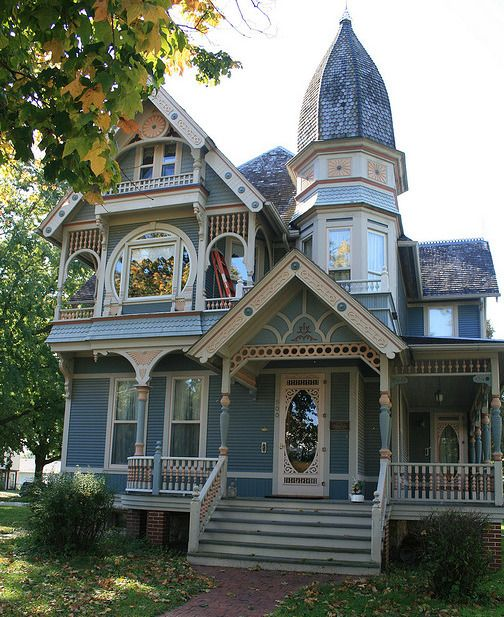What a wonderful house! Love the attention to architectural details in painting and the cute tower. More