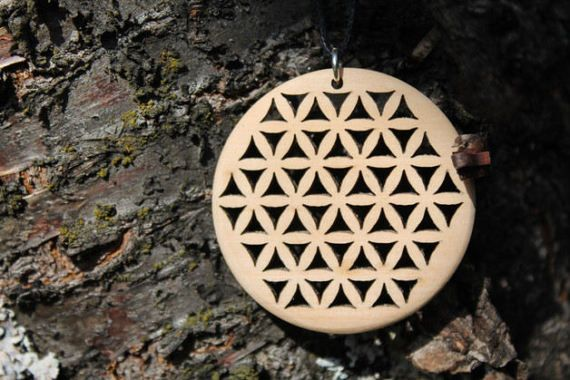 Sieh dir dieses Produkt an in meinem Etsy-Shop https://www.etsy.com/de/listing/506793186/flower-of-life-black-pine-wood-zirbe