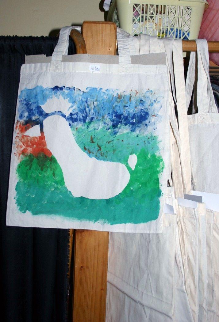 V kroužku textilní tvorby jsme s dětmi vyráběli taška s velikonoční tématikou.