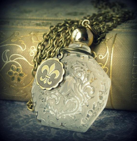 La Fleur de lis Parfum  necklace perfume by DawningLightDesigns, $42.00