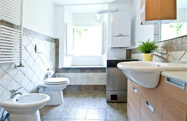 Bathroom in Piazza Navona apartment