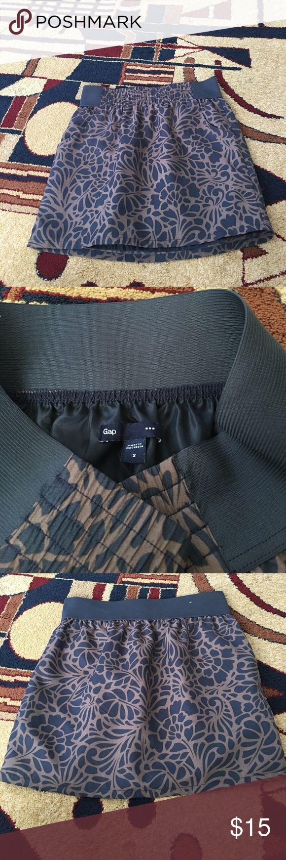 Gap Outlet - size small short skirt EUC - Gap Outlet - size small short skirt GAP Skirts Mini