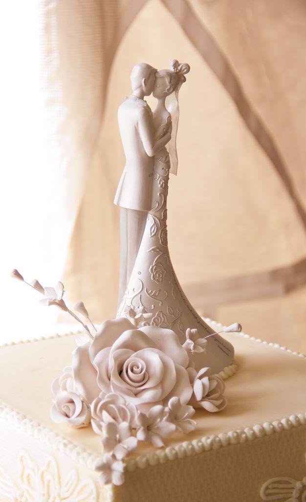 Find This Pin And More On Lladro E Topo De Bolo Elegant Romantic Wedding Cake Topper