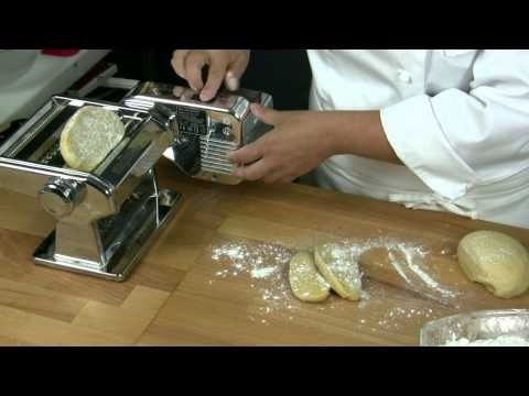 Pasta fresca all'uovo - Le ricette di CucinacoNoi come usare la stendi pasta