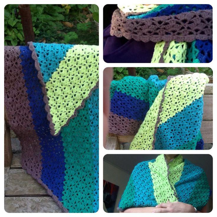 Gehaakte sjaal. Patroon Two-tone sjaal uit Haken & kleur, maar dan met vijf kleuren.