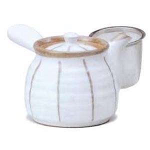 Tetera Japonesa Blanca Maruzen Rayas PVP:29.20  capacidad 500 ml aproximadamente con colador metálico. Elaborada en cerámica libre de metales pesados.