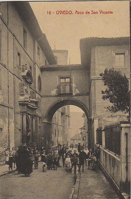 Arco de San Vicente. #RH_Hemeroteca de #Oviedo