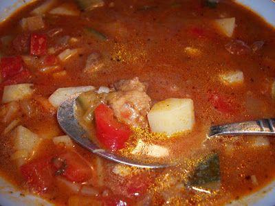 Goulash soup gorąca, gęsta i pożywna ZUPA GULASZOWA