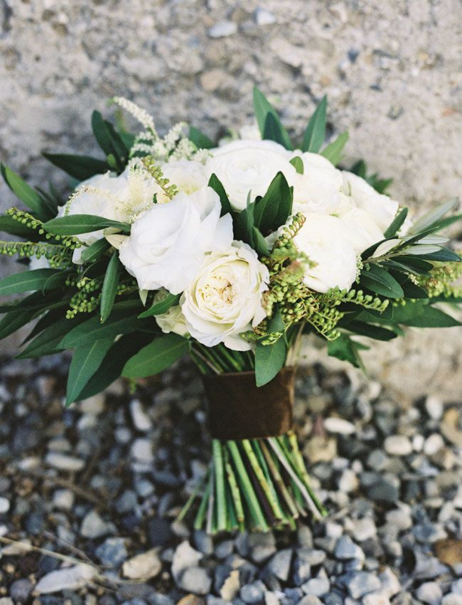classic white bouquet with greenery #greenwedding