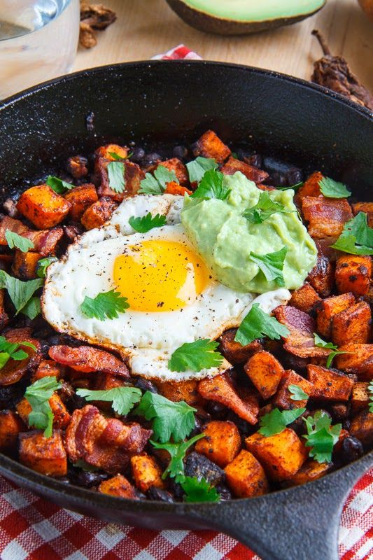 Chipotle Sweet Potato and Black Bean Hash with Guacamole | ClosetCooking.com