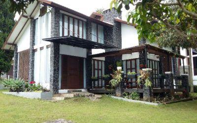 villa di bandung istana bunga 3 kamar