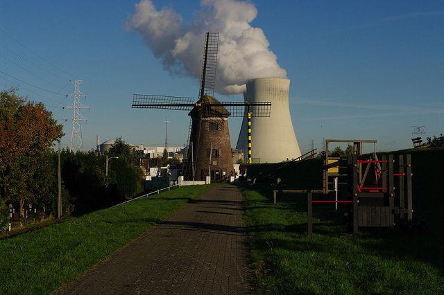 Sciences et Technologies - Quand un vieux moulin à vent et une centrale nucléaire travaillent ensemble...