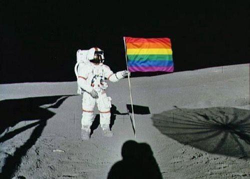 Agora a ditadura se prepara para alcançar a Lua. | 20 provas de que a ditadura gay já começou