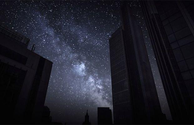 Londra'da Karanlık Bir Gece #gece #gunduz #siyah #gokyuzu #timelapse #hizlandirilmisfotoğraf #blackoutcity #astronomi #sanat #art #sky #artmanik