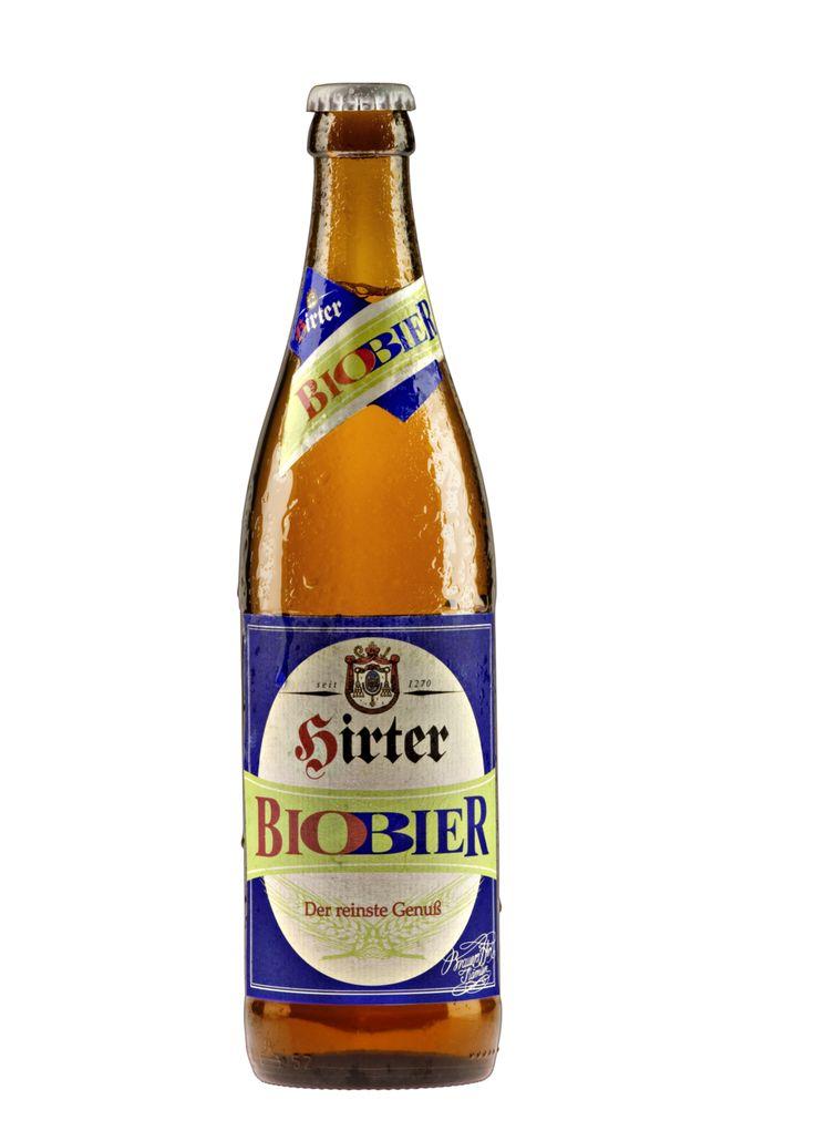 Abbiamo imparato dalla tradizione a fare birre naturali non trattate. Con la birra biologica Hirter Biobier abbiamo fatto un ulteriore passo avanti verso le origini.Come per tutte le specialità Hirter, l'acqua dolce utilizzata proviene dalle sorgenti montane di una zona protetta che si trova proprio di fronte al birrificio.La Hirter Biobier è OGM free, non pastorizzata e quindi completamente naturale. Grazie all'impiego di ingredienti esclusivamente di agricoltura biologica austriaca, questa…