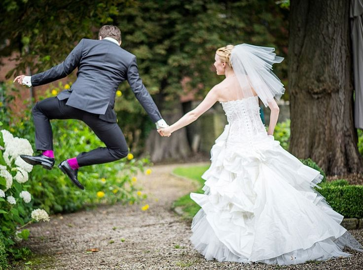 Bridal couple.  http://www.weddingthingz.com/1/post/2012/11/wedding-pictures-you-must-capture.html