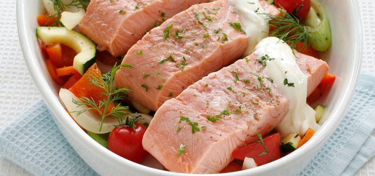 Kjøp Laks og grønnsaker i ovn og resten av ukeshandelen med ett klikk! Dette er en enkel oppskrift som fort blir en favoritt. Mens fisken godgjør seg i stekeovnen har du tid til å dekke bordet og ta ut av oppvaskmaskinen.