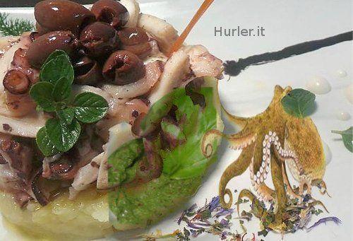 Insalata di polpo su crema di patate e pesto al basilico La dritta del cuoco: Si può utilizzare anche il polpo congelato, più tenero e più veloce a cuocere.