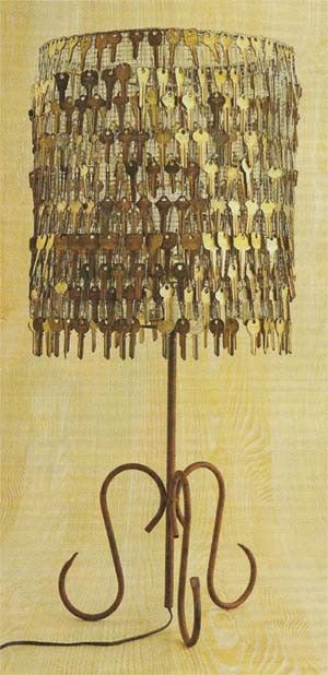 old key chandelier..what a great way to recycle your old keys...