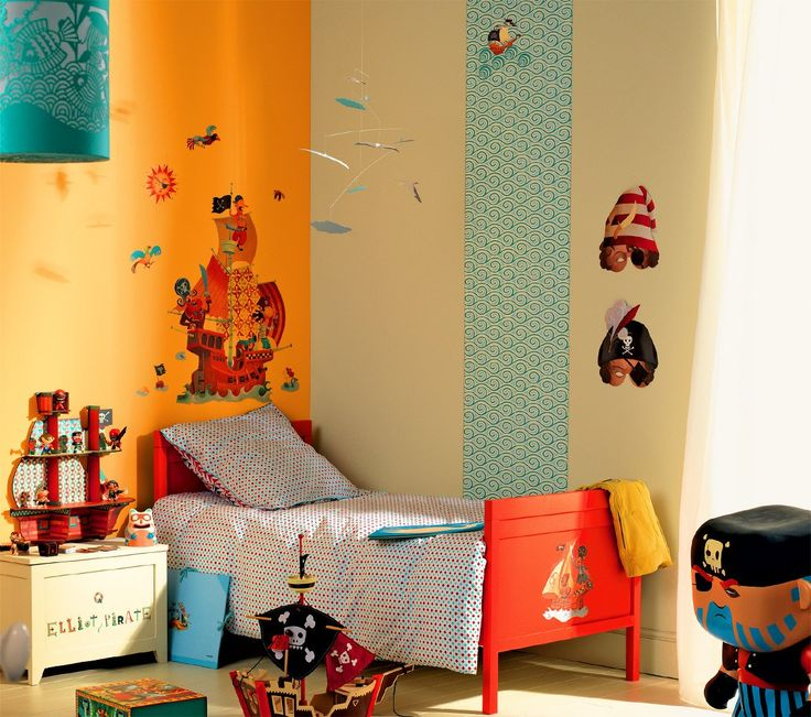Ahoy cabin boys, set course for the secret pirates' island ! - Discover all the decoration items of Elliot bedroom.