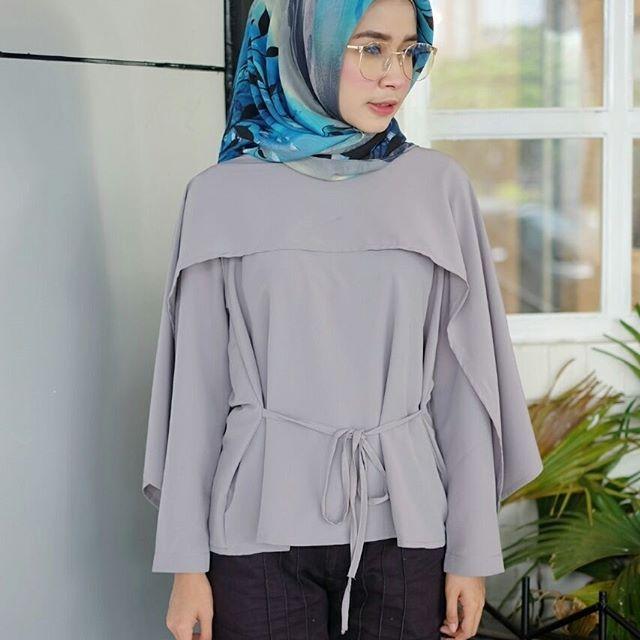 ㅤㅤ  Supplier Hijab Murah  ㅤ  Ready A141@58rb ( KHUSUS GROSIR)  Bahan Peach Sofie  Seri 6 warna  LD 102 cm  P 65 cm  Contact Us for more detail  Line: @ konveksi.hijab (pakai tanda @ yah)  WA: 0858 8533 3907  Store Location : PGMTA Lt LG Blok B No. 176  Group Store Instagram :  Hijaber : @ louve.pgmta  Gamis : @ alyla.alyla