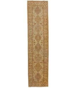 Ziegler Teppich  Dieser schöne Ziegler Teppich 00011568 stammt aus Pakistan und hat die Farbe Beige. Der Teppich ist aus hochwertigem Material Handgesponnene Wolle gefertigt und ist 94x393 cm groß, was einer Fläche von 3.69 m² entspricht. Dieser Ziegler Teppich besticht durch eine aufwendige Fertigung und einer Florhöhe von ca. 6 mm.   Verarbeitung: Handgeknüpft