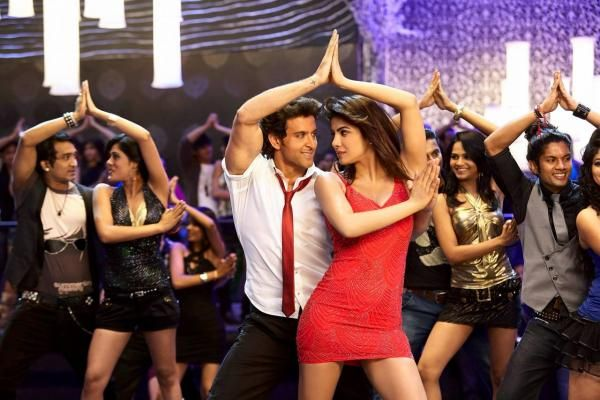 Krrish 3 Exclusive pictures defines the unbeatable elegance of Gorgeous #Priyanka & Super hot #HritikRoshan! How many of you can't wait to see #Krrish3?