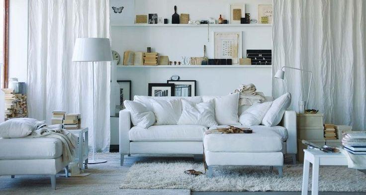 ikea salon- meubles chic, canapé d'angle blanc avec méridienne et coussins