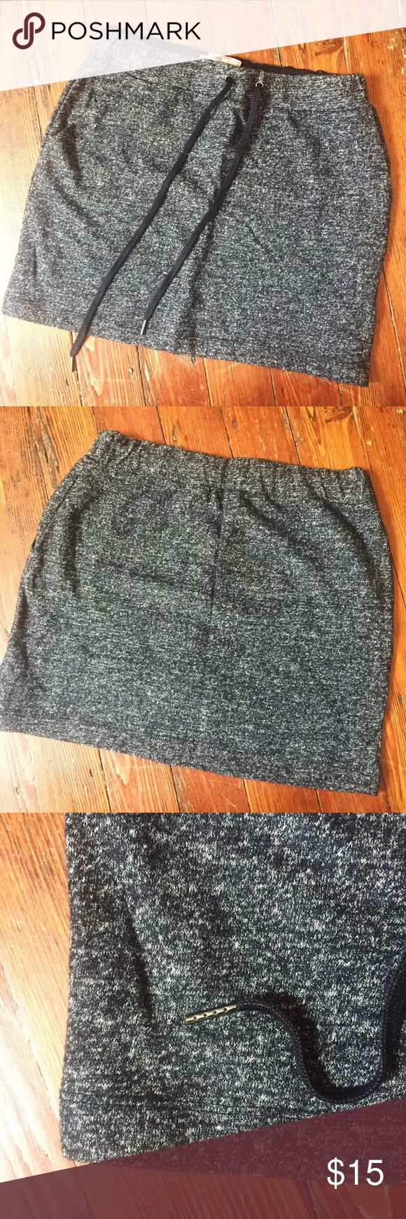 Forever 21 Contemporary • charcoal mini skirt 🌷 Heavy weight skirt (perfect over tights with knee high boots in the Fall). Drawstring top. Never worn! Forever 21 Skirts Mini