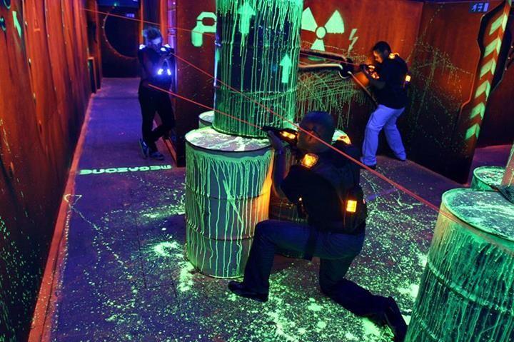 Laser Megazone este un joc de Laser Tag intr-un labirint de 1000mp, 2 niveluri, fum, muzica si efecte speciale. 30 de echipamente sunt gata petru distractie!