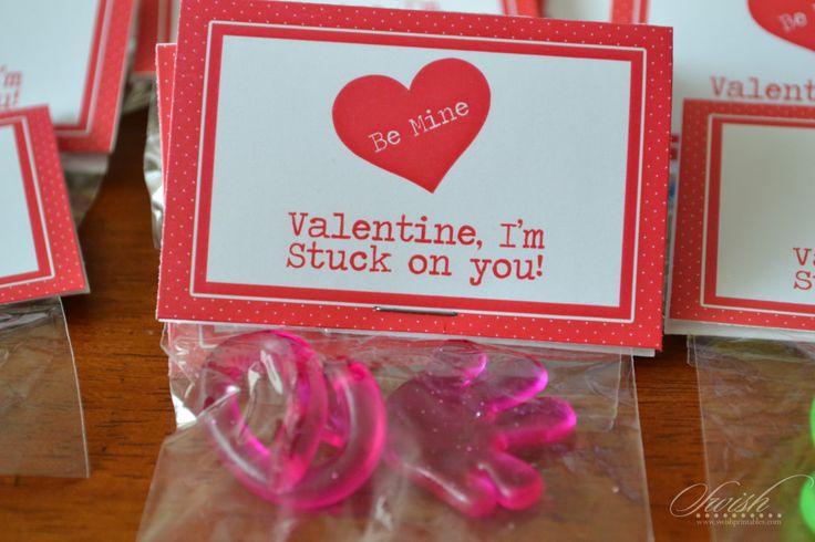 Free Valentine Printable for Classroom Valentines - Bag Topper - Sticky hand - Stuck on You