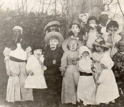 best 25 vintage halloween costumes ideas on pinterest vintage halloween photos creepy vintage and old halloween photos - Halloween Costumes 1900