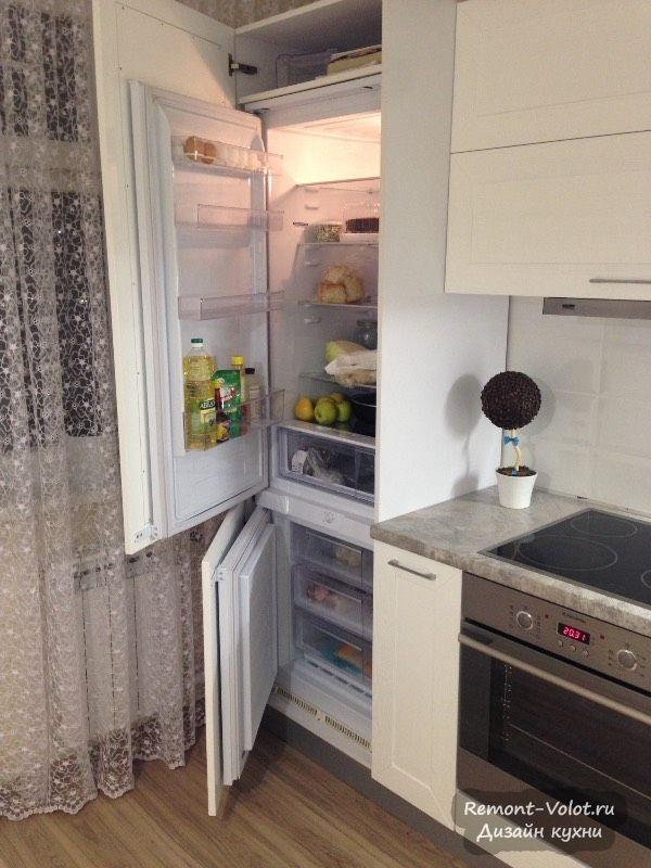 Встроенный холодильник на современной кухне
