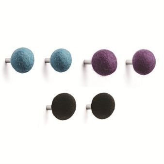 Kula hooks comes in a playful and fun design made of wool in three different colors, black, purple and blue. They come in 2-pack.