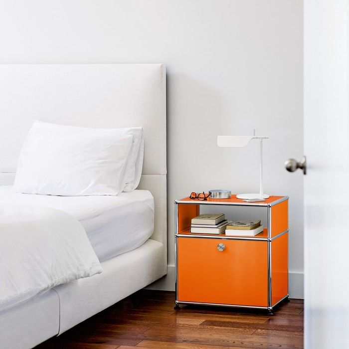 Une table de chevet design - USM Haller - coloris orange