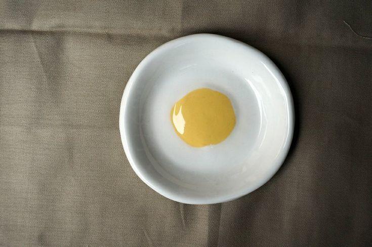 **商品敘述**  你今天吃荷包蛋了嗎? 小時候, 媽媽總是在早餐的土司裡夾上一顆荷包蛋; 在中餐的便當盒裡加上一顆荷包蛋。 一顆美味的荷包蛋,就能讓人幸福而充滿元氣。