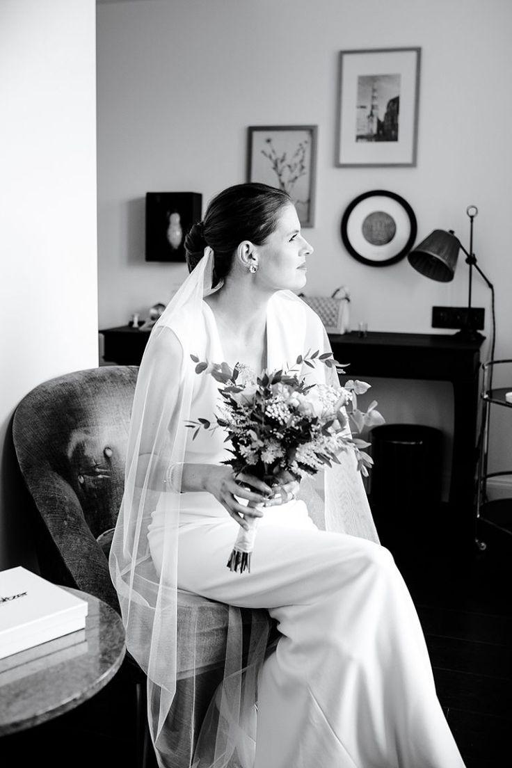 Schlichtes Brautkleid weiß. Brautkleid schlicht mit Schleier