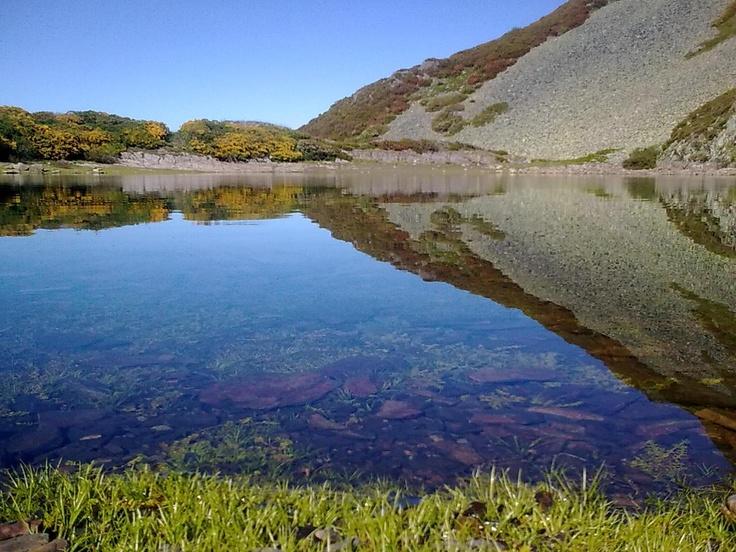Lago Fasgueo, en plena Cordillera Cantábrica en León, muy cerquita de Cerredo (Asturias)
