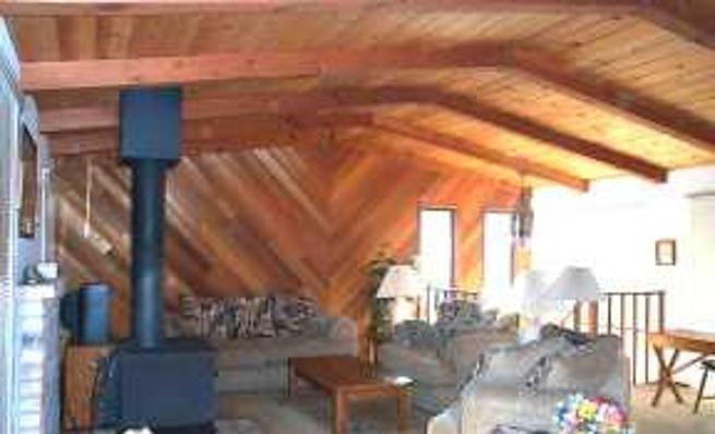 3-Bedroom Home with Woodstove & Large Deck -VaycayHero