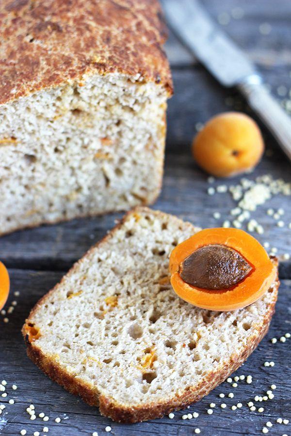chleb z kaszą jaglaną i morelami na zakwasie