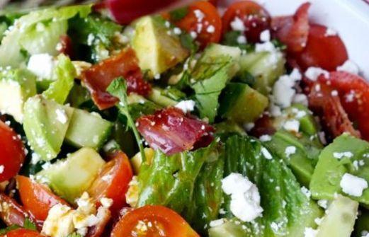 Συνταγή: Σαλάτα με αβοκάντο και κατσικίσιο τυρί