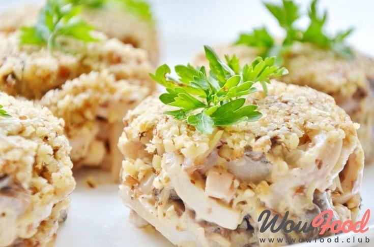 Салат с яичными  блинчиками и кальмарами