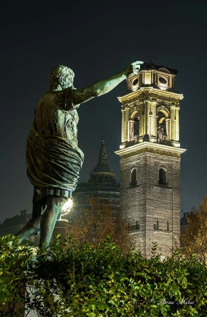 Statua di Ottaviano Augusto e campanile Duomo