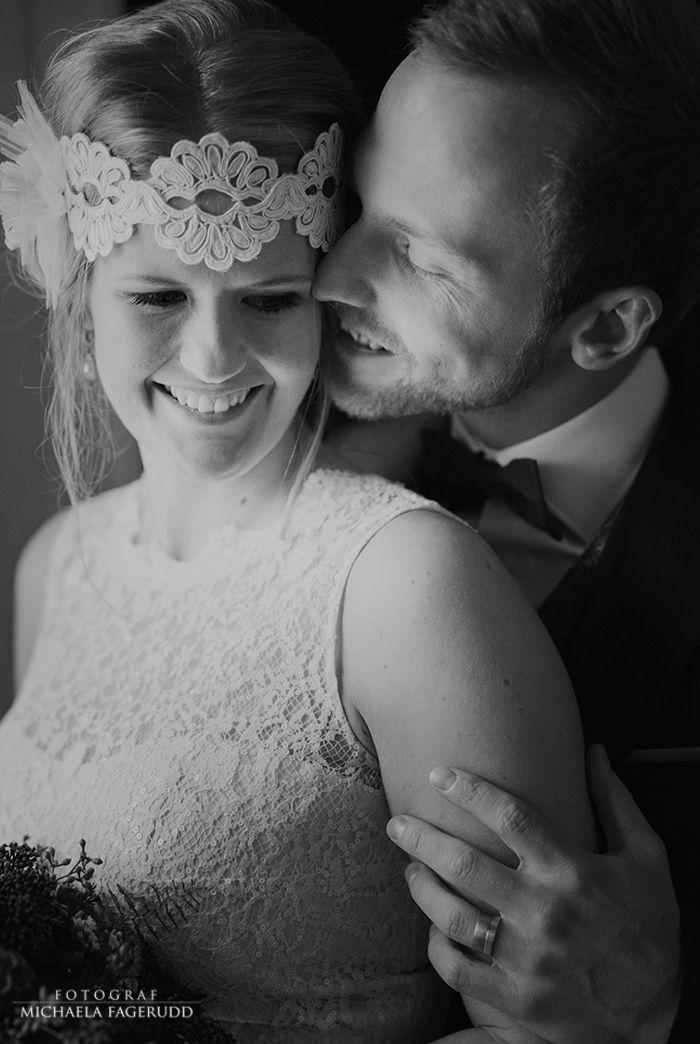 Bröllopsfotograf i Jakobstad, bröllopsfotografering, bröllop, brudpar, svartvit, bröllopsbilder, vinterbröllop