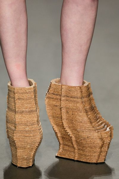 And at Amsterdam fashion week: De schoenen van Winde Rienstra introduces the foot basket!