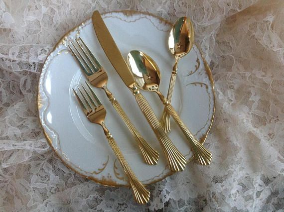 ⚜⊱ⓋⒾⓃⓉⒶⒼⒺ ❣ⓁⓄⓋⒺ⊰⚜ FREE SHIPPING   Stunning 58 piece set of WM Rogers Royal Plume Flatware.  Set includes:  10 Dinner Forks 11 Salad Forks 10 Dinner knives 11 Soup Spoons 21 Teaspoons 5 Serving utensils 1 Sugar Bowl Spoon  Heavy gold electroplate refers to a plating of gold on metal accomplished by an electrolytic process of not less than 100 millionths of an inch of fine gold. Watch cases have a minimum thickness of 1 1/2/1000 of an inch or greater to be marked Heavy Gold Electropla...