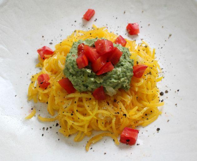 Espaguetis de Calabaza con Pesto de Rúcula