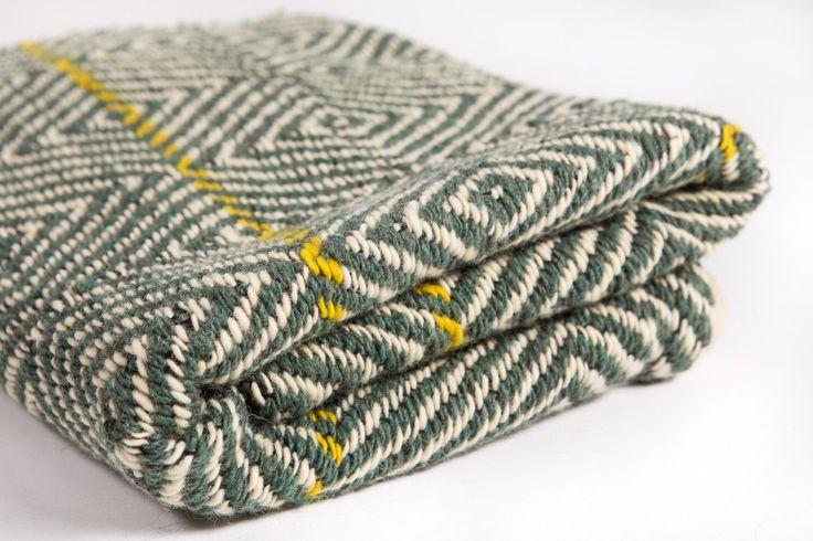 Bianco e verde, a mano tappeto tessuto, moquette, design scandinavo, tappeto di piano, lavabile, tessitura su telaio, tappeti di lana, su ordinazione di HermanTextiles su Etsy https://www.etsy.com/it/listing/243428579/bianco-e-verde-a-mano-tappeto-tessuto
