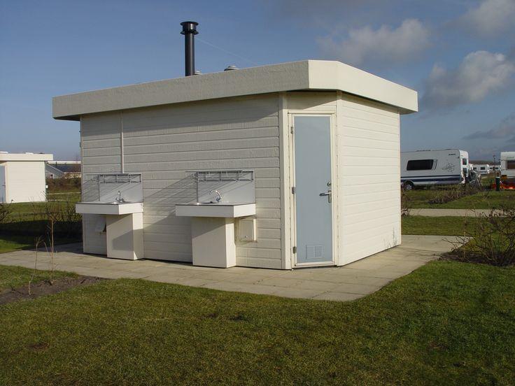 Zeeuwse Kust Comfort plus plaats  Ruime kampeerplaatsen meteigen sanitair op de plaats. Incl. douche wastafel en toilet. De volgende kampeerplaatsen beschikken over een privé sanitair unit. 14 15 16 17 24 25 27 28 33 34 35 36 43 44 47 48 50 51 65 66 96 97 104 105 148 149 150 151 152 153 154 en 155  EUR 278.00  Meer informatie  #vakantie http://vakantienaar.eu - http://facebook.com/vakantienaar.eu - https://start.me/p/VRobeo/vakantie-pagina